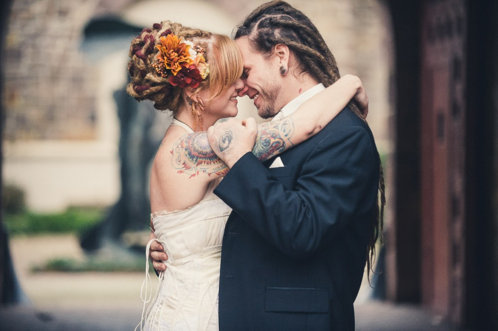 Philadelphia_TattooedBride_and_Groom-1